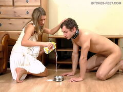 Show male worshiping his mistresses bare feet soles